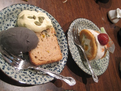 黒ゴマアイスとシフォンケーキ.JPG